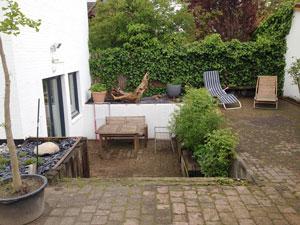 neue terrasse f r einen innenhofgarten. Black Bedroom Furniture Sets. Home Design Ideas
