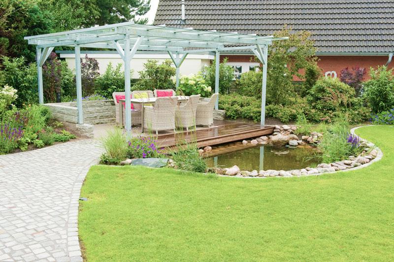 gartenerweiterung mit einer berdachte terrasse am teich. Black Bedroom Furniture Sets. Home Design Ideas